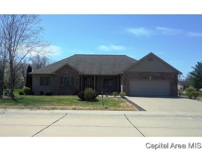 Carlinville Single Family Home For Sale: 53 Eastland Court