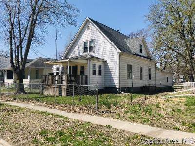 Taylorville IL Single Family Home For Sale: $82,900