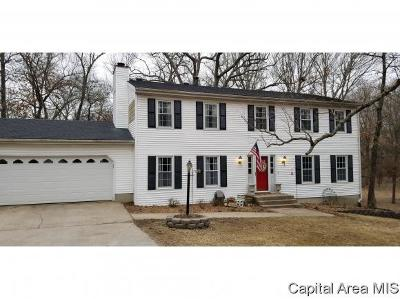 Carlinville Single Family Home For Sale: 301 Hillcrest Dr