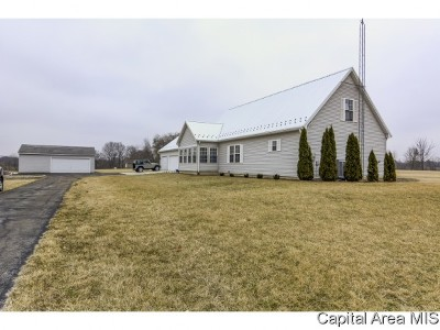 New Berlin Single Family Home For Sale: 920 Fraase Road