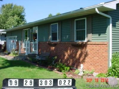 Jacksonville IL Single Family Home For Sale: $139,900