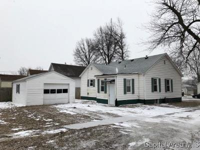Taylorville Single Family Home For Sale: 703 E Poplar St