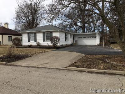 Taylorville Single Family Home Pending Continue to Show: 1015 W Market St