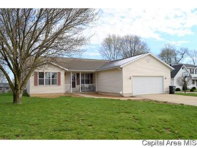 Jacksonville IL Single Family Home For Sale: $185,000