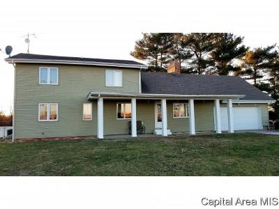 Carlinville Single Family Home For Sale: 10521 Rinaker Rd