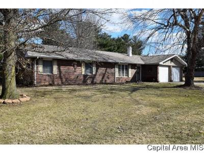 Jacksonville IL Single Family Home For Sale: $159,900