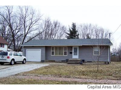 Jacksonville IL Single Family Home For Sale: $67,000