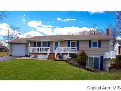 Carlinville Single Family Home For Sale: 626 S Oak St