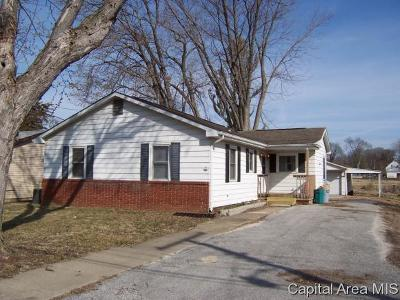 Jacksonville IL Single Family Home For Sale: $67,500