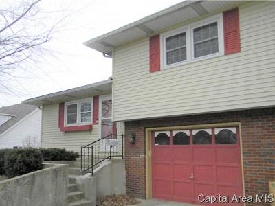 Jacksonville IL Single Family Home For Sale: $83,900