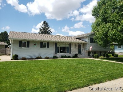 Jacksonville IL Single Family Home For Sale: $167,900