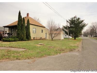 Stonington Single Family Home For Sale: 510 W Wabash Ave