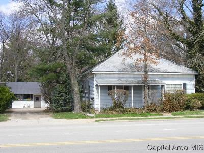 Jacksonville IL Single Family Home For Sale: $72,500