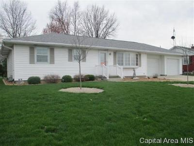 Jacksonville IL Single Family Home For Sale: $173,900