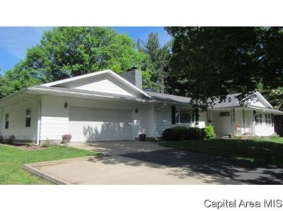 Jacksonville IL Single Family Home For Sale: $142,900