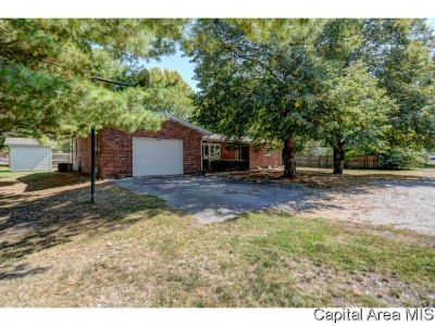 Morrisonville Single Family Home For Sale: 106 N Page St.
