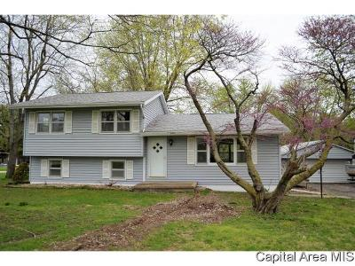 Jacksonville IL Single Family Home For Sale: $144,900