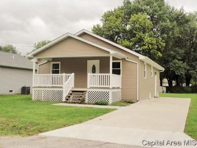 Taylorville IL Single Family Home For Sale: $84,900