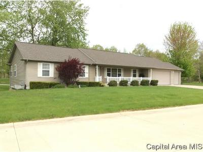 Taylorville IL Single Family Home For Sale: $224,900
