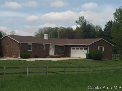 Taylorville Single Family Home For Sale: 837 E 1175 North Rd