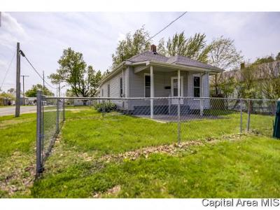 Taylorville Single Family Home For Sale: 1000 W England St.