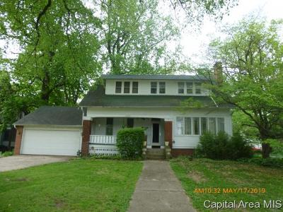 Jacksonville IL Single Family Home For Sale: $152,900