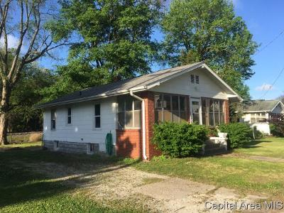 Taylorville Single Family Home For Sale: 402 E Adams