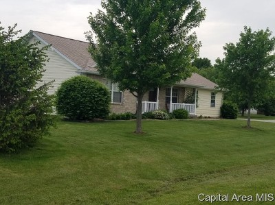 Taylorville Single Family Home For Sale: 2410 White Oaks