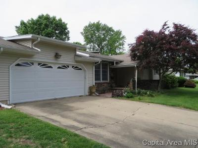 Jacksonville IL Single Family Home For Sale: $175,000