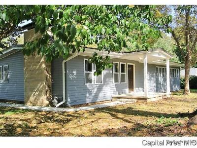 Jacksonville IL Single Family Home For Sale: $209,900