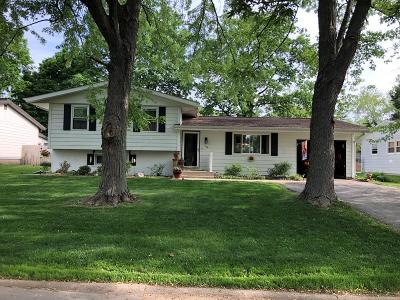 Single Family Home For Sale: 105 Meadowlane Dr