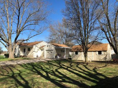Danville Single Family Home For Sale: 1205 Perrysville Rd