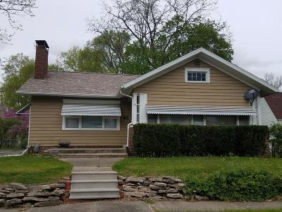 Single Family Home For Sale: 15 E Roselawn