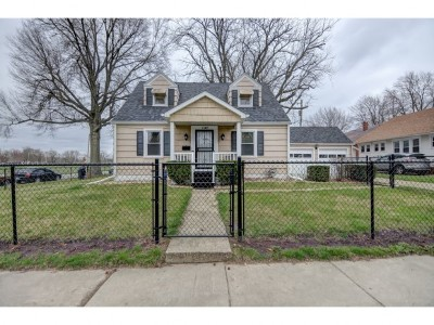 Decatur IL Single Family Home For Sale: $64,900