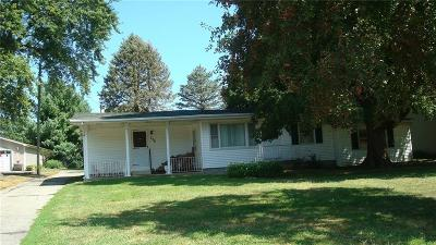 Forsyth Single Family Home For Sale: 176 E Cox Street