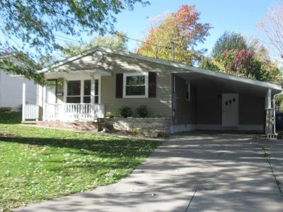 Single Family Home For Sale: 203 Plum