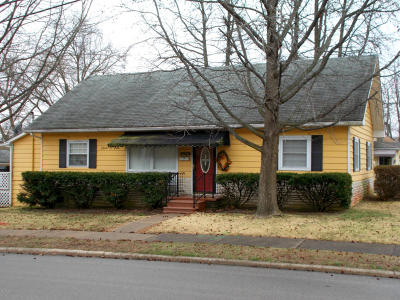 West Frankfort Single Family Home Active Contingent: 201 S Odle Street