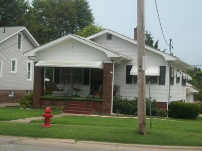 Harrisburg IL Single Family Home For Sale: $59,000