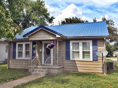 Metropolis Single Family Home For Sale: 807 E 5th Street