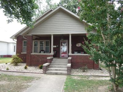 Benton Single Family Home For Sale: 211 N Maple