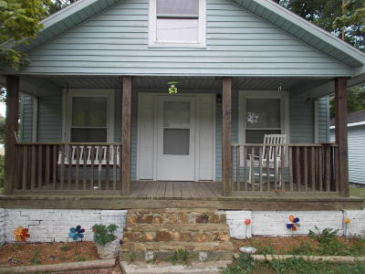 Johnson County Single Family Home For Sale: 209 W 2nd St