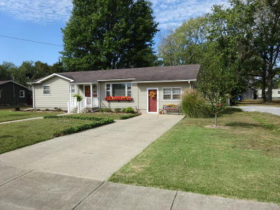 Harrisburg IL Single Family Home For Sale: $69,900