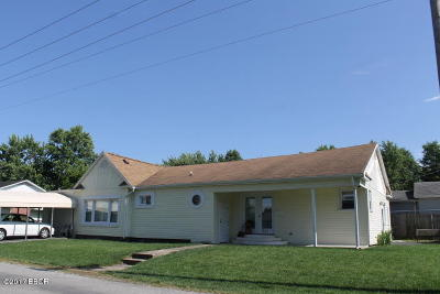 Herrin IL Single Family Home For Sale: $62,000