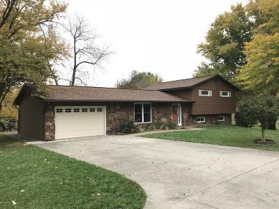 Desoto IL Single Family Home Active Contingent: $164,900