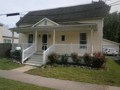 West Frankfort Single Family Home For Sale: 212 E Clark Street