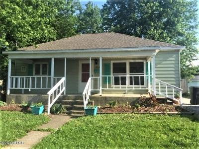 West Frankfort Single Family Home For Sale: 504 E St Louis Street
