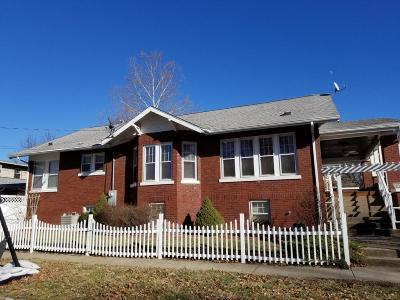Single Family Home For Sale: 130 W Lincoln