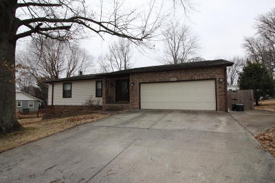 Herrin IL Single Family Home Active Contingent: $155,000