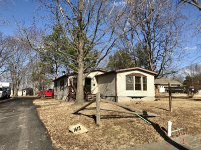 West Frankfort Single Family Home For Sale: 1615 E St Louis Street