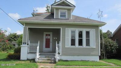 Metropolis Single Family Home For Sale: 411 E 8th Street